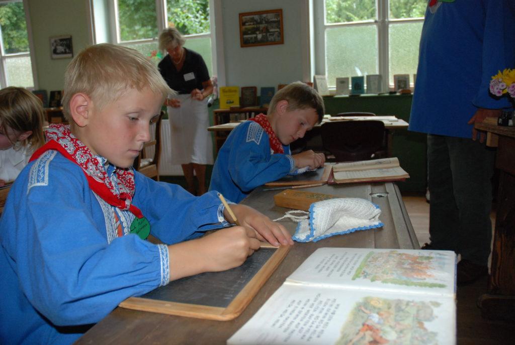 In der Dorfschule Benkhausen
